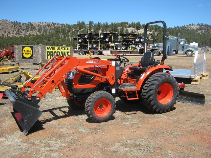 34HP Kioti Compact Tractor with Rear Blade
